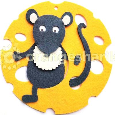 Игрушка на ёлку Мышка на сыре (круг)